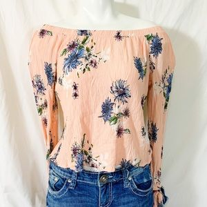 Tops - Hip- Pink floral slit long sleeve shirt flirty!